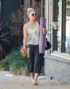 Pin for Later: Jennifer Lopez's Washboard Abs Are Out of This World Kaley Cuoco Kaley Cuoco stayed hydrated with a healthy iced tea on her way to yoga class.