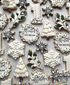 No Bake Sugar Cookies, Fancy Cookies, Iced Cookies, Cute Cookies, Royal Icing Cookies, Cookies Et Biscuits, Christmas Sugar Cookies, Christmas Sweets, Holiday Cookies