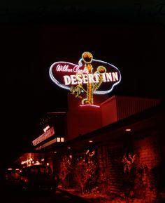 "Las Vegas, via Roadsidepictures "" Vegas Casino, Las Vegas Nevada, Desert Aesthetic, Atlantic City Casino, Las Vegas Resorts, Vintage Neon Signs, Fallout New Vegas, Deserts, Sin City"