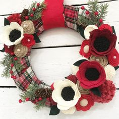 Every year that I make Christmas wreaths, its the plaid ones that are always my fav! This babys comin at ya tomorrow nig Christmas Flowers, Felt Christmas, Homemade Christmas, Rustic Christmas, All Things Christmas, Christmas Time, Christmas Wreaths, Christmas Decorations, Felt Flower Wreaths