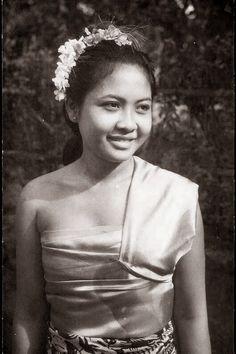 Balinesse beauty. Bali - Indonesia 1940