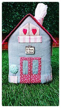 Toc, toc, toc ... Hay alguien ahí???  Bienvenid@s a mi casita porta pañuelos!!!  ♥ ♥ ♥   No imagináis como me he divertido con este proye...
