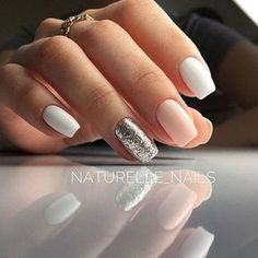 There are three kinds of fake nails which all come from the family of plastics. Acrylic nails are a liquid and powder mix. They are mixed in front of you and then they are brushed onto your nails and shaped. These nails are air dried. Casual Nails, Trendy Nails, Love Nails, Fun Nails, Sparkle Nails, Style Nails, Glitter Nails, Nails 2018, Nails Inspiration