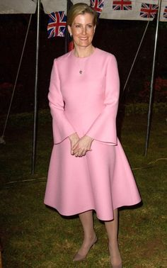 Sophie, Countess of Wessex looked radiant in a pretty pink ensemble as she visits the East African nation in her role as Vice Patron of The Queen Elizabeth Diamond Jubilee Trust on March 2017 Fabulous Dresses, Beautiful Gowns, Sophie Rhys Jones, Royal Fashion, Fashion Looks, Countess Wessex, Louise Mountbatten, Lady Louise Windsor, Princesa Mary