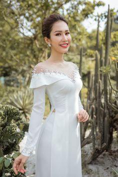 31 New Ideas fashion design skirt inspiration Vietnamese Traditional Dress, Vietnamese Dress, Traditional Dresses, Frock Patterns, Casual Dresses, Fashion Dresses, Ao Dai, Fashion Show, Fashion Design