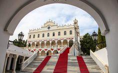 #Tinos #Evangelistria, die größte #Kirche #Griechenlands © Jürgen Garneyr Mykonos, Sidewalk, Santorini, Greece, Adventure, Vacation, Side Walkway, Walkway, Walkways