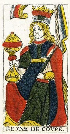 Le tarot de Marseille possède ses arcanes mineurs. Moins connus que les 22 arcanes majeurs, ils offrent une possibilité intéressante d'interprétation des situations.  Ici : la reine de coupe représente une femme assise sur un trône.