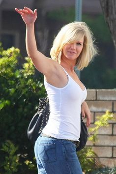 "Jennie Garth Photos - Jennie Garth On Set Of ""90210"" - Zimbio"