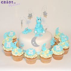 Bolo e Cupcakes Ursinho Lua e Estrelas Cupcakes, Desserts, Stars, Food Cakes, Tailgate Desserts, Cupcake, Deserts, Dessert, Postres