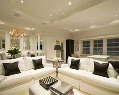 Black and white decor - very chic