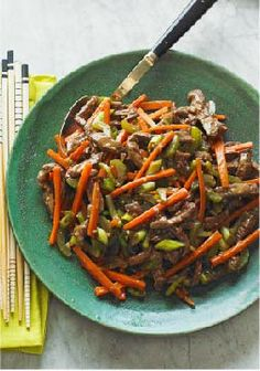 Szechuan Shredded Beef Stir-Fry – This quick and easy sirloin steak and veggies recipe takes less than 30 minutes to make!