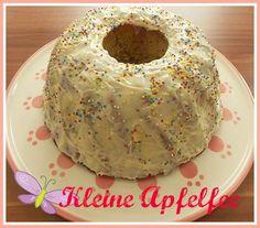 Mandelkuchen mit weißer Schokoglasur
