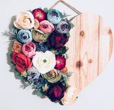 Sola Wood Flowers, Felt Flowers, Paper Flowers, Hanging Flowers, Felt Crafts, Diy And Crafts, Arts And Crafts, Deco Floral, Floral Wall