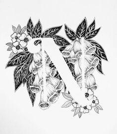 Lámina de la letra N con fondo floral. ¡Gran regalo! Me mensajes para las personalizaciones o piezas de encargadas. Tinta blanco y negro, más letras del alfabeto muy pronto.