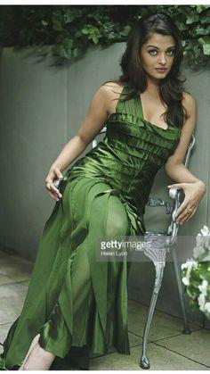 Wow it's so very Beautiful look Aishwarya Rai Images, Aishwarya Rai Photo, Actress Aishwarya Rai, Aishwarya Rai Bachchan, Beautiful Bollywood Actress, Most Beautiful Indian Actress, Beautiful Actresses, Most Beautiful Women, Mangalore