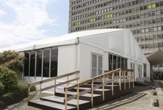 Auch für Kapazitätserweiterungen in der Hotellerie und Gastronomie haben wir die passenden mobilen, demontierbaren Gebäude.