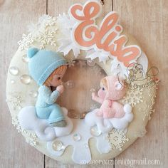 """Mi piace"": 868, commenti: 49 - Soele Creazioni (@soelecreazioni) su Instagram: ""Fiocco nascita tutto innevato per la piccola Elisa. Delicato e romantico ❤ #fiocconascita…"" Baby Door Decorations, Smiley Happy, Baby Mobile, Felt Garland, Clothes Crafts, Felt Dolls, Felt Art, Kid Beds, Cool Baby Stuff"