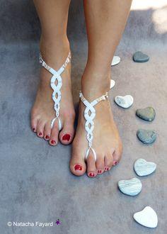 Bridal barefoot sandals, for a bohemian mariage. Micro macrame, polyester yarn, japanese seed beads (miyuki) anr peach pearl. Custom-made. Available in my Etsy Shop. © Natacha Fayard