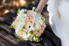 6 Pilihan Bentuk Wedding Bouquet - shutterstock_266227121