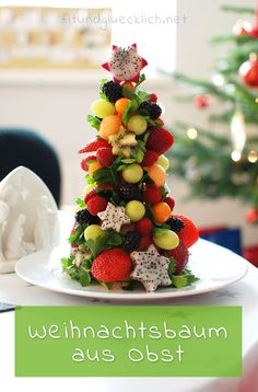 Fruit Christmas tree - the healthy alternative to the biscuit holder .- Obst-Weihnachtsbaum – die gesunde Alternative zum Keksteller – fit & happy Fruit Christmas tree – the healthy alternative to the biscuit plate – fit & happy, - Fruit Christmas Tree, Christmas Dishes, Vegan Christmas, Christmas Appetizers, Biscuits, Food Carving, Creole Recipes, Vegan Appetizers, Appetizers