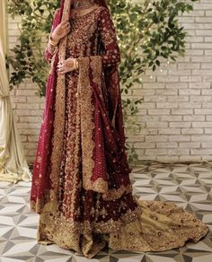 Baraat bride dress inspo – beautiful hair styles for wedding Asian Bridal Dresses, Pakistani Wedding Outfits, Indian Bridal Outfits, Indian Bridal Fashion, Pakistani Wedding Dresses, Pakistani Dress Design, Pakistani Bridal Couture, Pakistani Bridal Lehenga, Wedding Lehenga Designs