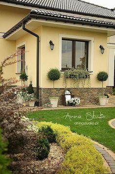 House Paint Exterior, Exterior House Colors, Exterior Design, Front House Landscaping, Front Garden Landscape, Sweet Home Design, Modern Bungalow House, Backyard Pavilion, Exterior Cladding