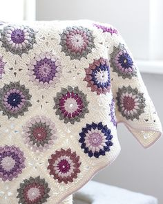 Sunburst Granny Squares Blanket: free pattern- I love the coloring of this one!...(gonna have to go get yarn now)
