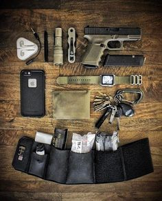WEBSTA @ uspalm - Too often, emergency trauma gear is overlooked because it's not convenient. Loaded with trauma gear, our Ankle Cargo Cuff makes for a well balanced EDC. Set yourself up for the win, no matter what the circumstances. Edc Tools, Survival Tools, Survival Prepping, Everyday Carry Items, Edc Tactical, Tac Gear, Bushcraft, Guns And Ammo, Just In Case