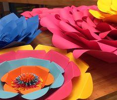 Flores de papel em cores variadas (Foto: Priscilla Massena / Gshow)