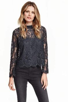 Lace blouse: Gently flared blouse in lace with a low stand-up collar, an opening with a concealed button at the back of the neck and long trumpet sleeves. A jersey cami is sewn into the inside of the blouse. Blouse H&m, Blouse And Skirt, Shirt Blouses, Lady Grey, Couture Dresses, Lace Tops, Jeans Style, Ideias Fashion, Casual Dresses