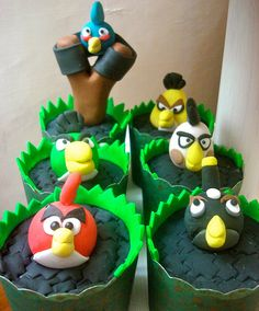 Angry Birds Cupcakes - tootsie roll and licorice slingshot!