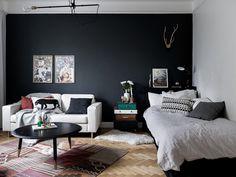 Un petit espace avec du tempérament et une ambiance tout aussi chaleureuse en cuisine.