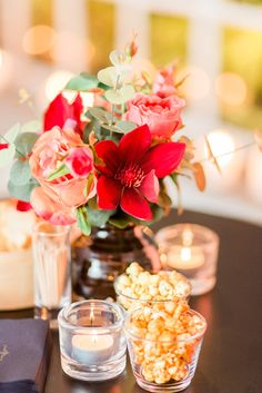 Flowers Moulin Rouge Table Small Artikelnummer: 7043 Fake flowers - red orange- artificiële bloemen - rood oranje - rental - huren verhuur - events - evenementen - party - feest