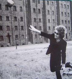 Bob Dylan pretending to be an Olympian - Liverpool '66 (my fav pic of Dylan)