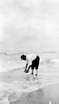 Harvesting coquina shells at the beach - Pass-a-Grille Beach, Florida, 1917 (State Archives of Florida)