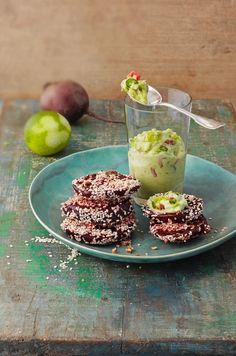 Rote Bete mit Sesam und Guacamole | http://eatsmarter.de/rezepte/rote-bete-mit-sesam-und-guacamole