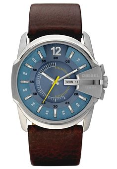 Diesel brown leather band quartz casual men watch New. This large sized DIESEL men' s watch, model has a round blue dial and metal case with a diameter of It features an attractive buckle; brown leather bracelet with a length of 22 cm. Master Chief, Cool Watches, Rolex Watches, Fancy Watches, Analog Watches, Diesel Watches For Men, Brown Leather Strap Watch, Men's Leather, Gents Fashion