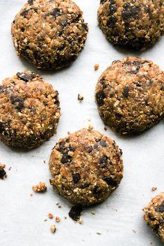 This Rawsome Vegan Life: RAW VEGAN CHOCOLATE CHIP COOKIES