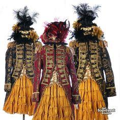 Brokaat jas dames Steampunk Circus, Carnival Of Venice, Venetian Masquerade, Ballet Costumes, Silk Roses, Bohemian Gypsy, Couture, Brokat, Halloween