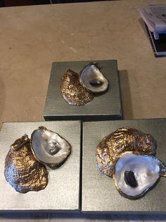 Seashell Art, Seashell Crafts, Beach Crafts, Rock Crafts, Cute Crafts, Crafts To Make, Oyster Shell Crafts, Oyster Shells, Painted Shells