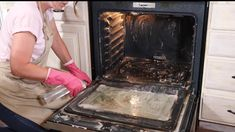 Oven Cleaning Hacks, Baking Soda Cleaning, Household Cleaning Tips, House Cleaning Tips, Diy Cleaning Products, Household Products, Kitchen Cleaning, Test Kitchen, Baking Soda Vinegar Cleaner