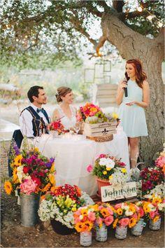 fresh flower sweetheart table @weddingchicks