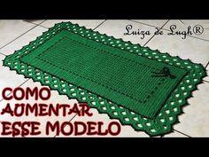 Nesta videoaula vamos aprender a confeccionar esse lindo jogo americano. Materiais: Barbante nº 4 (2 cores de sua preferencia) Agulha para crochê nº 3 Tesoura Crotchet Patterns, Crochet Lace, Doilies, Crochet Projects, Outdoor Blanket, Knitting, Crafts, Maze, Green Mat