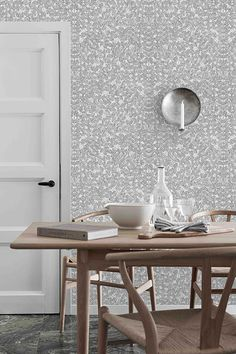 Romans Leaf Wallpaper from the Scandinavian Designers II collection by Brewster - Home Decoration Green Leaf Wallpaper, Black And White Wallpaper, Of Wallpaper, Leaves Wallpaper, Summer Wallpaper, Kitchen Wallpaper, Wallpaper Ideas, Stig Lindberg, Burke Decor