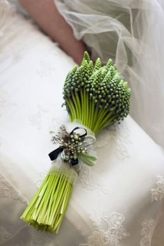 I don't like wedding bouquets with all the flowers pressed together into a globe shape. If you like that, get a styrofoam ball, paint some dots on it and add a fancy ribbon. Done for cheap. But there is something about this little bouquet that I really love. Maybe it's these simple green budded flowers (Muscari?). Or that there's just one small embellishment? However, it's gorgeous in its simplicity and formality.