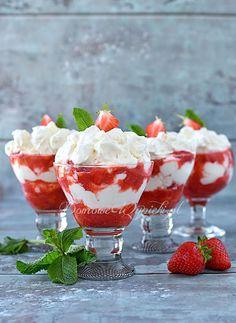 Eton Mess, Panna Cotta, Strawberry, Ethnic Recipes, Fruit, Food, Meringue Desserts, Strawberries, Bakken