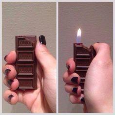 Esta barra de chocolate que en realidad es un encendedor. | 17 Productos que son secretamente geniales
