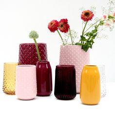 Durf te combineren! Ga voor rood en roze met geel voor een stoere look in huis. #HEMAwonen. #combineren #mixandmatch