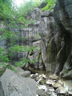Hiking To This Aboveground Cave In Massachusetts Will Give You A Surreal Experience