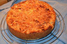 Apfelkuchen mit knuspriger Bienenstichhaube....eine leckere Kombination.            Eine Springform von 26 cm Durchmesser ...
